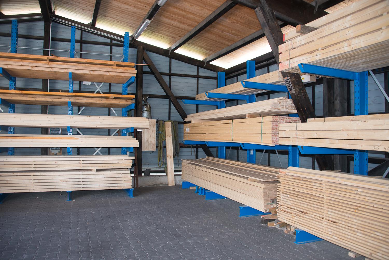 Bauholz in Gevelsberg kaufen: Konstruktionsvollholz, Brettschichtholz, Dachlatten, Keilbohlen, Trockenbaulatten uvm. Holzlager