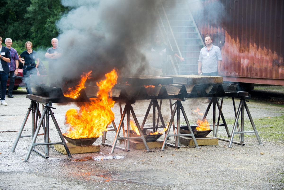 Feuerwehr Bochum: Brandversuch bei Dämmung